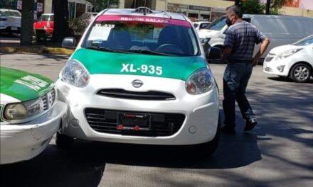Accidente de tránsito sobre la avenida Manuel Ávila Camacho, a la altura de Los Tecajetes