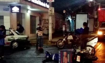 Motociclista lesionado sobre la avenida Manuel Ávila Camacho