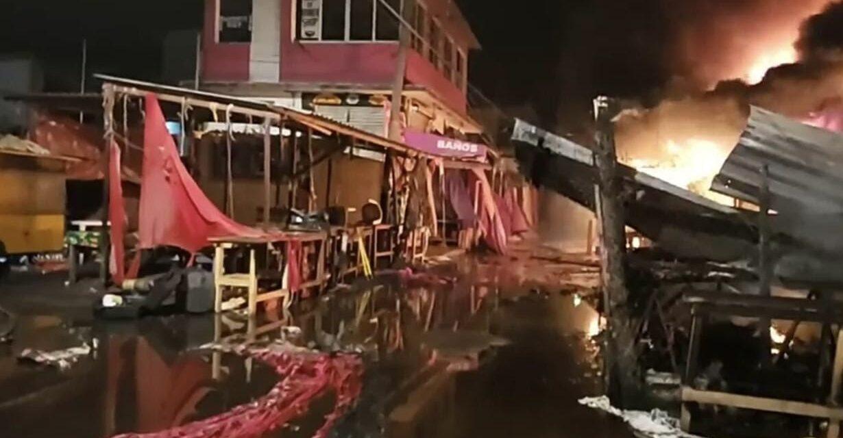 Durante la madrugada se registró un incendio en el Mercado 5 de Septiembre en Juchitán, Oaxaca
