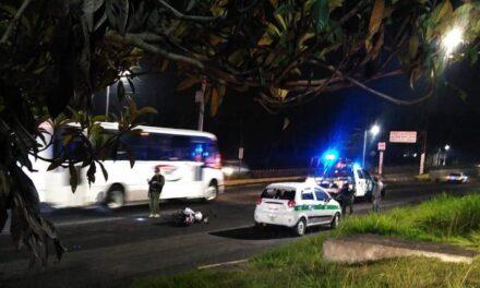 Accidente de tránsito sobre la avenida Lázaro Cárdenas, a la altura de  Superama
