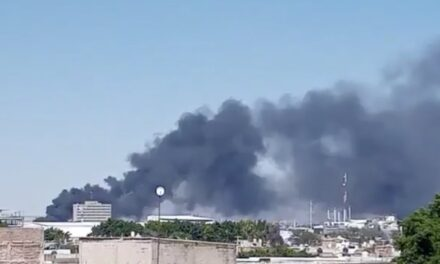 Video: Fuerte incendio se registra en una bodega de Guadalajara