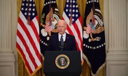 """No dejaré que mueran de hambre en la frontera"""": Biden reitera que no deportará a menores no acompañados"""