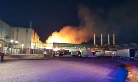 Video: Se registra fuerte incendio en una bodega de Kimberly Clark en San Juan del Río,Qro.