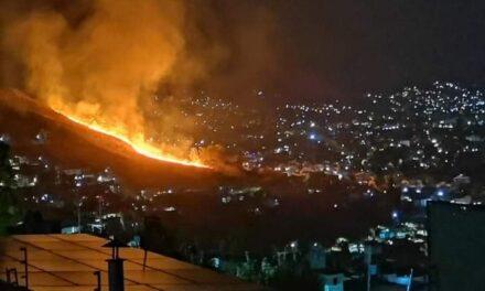 Última Hora: Piden apoyo para sofocar incendio en el Cerro del Crestón en Oaxaca