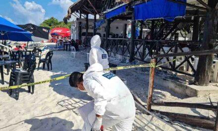 Asesinan a balazos a pareja en playa de zona turística de Cancún