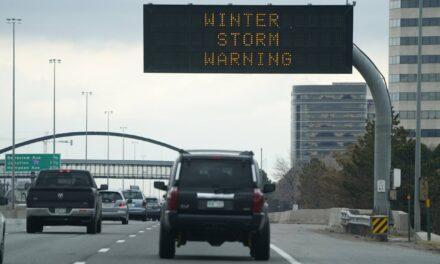 Cancelan unos 2.000 vuelos en Denver por tormenta de nieve