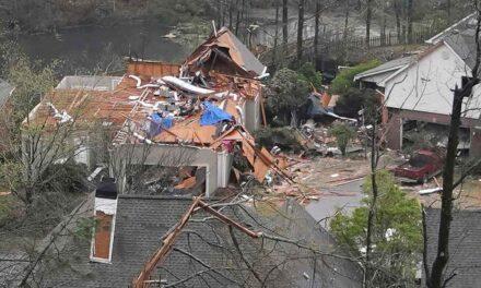 Tornados se cobran al menos 5 vidas y dejan destruida a Alabama