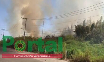 Así es como inició el incendio, frente a las oficinas de la SEV.
