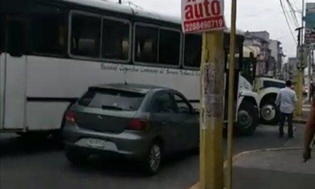 Choque sobre la calle Clavijero esquina con Melchor Ocampo, Xalapa