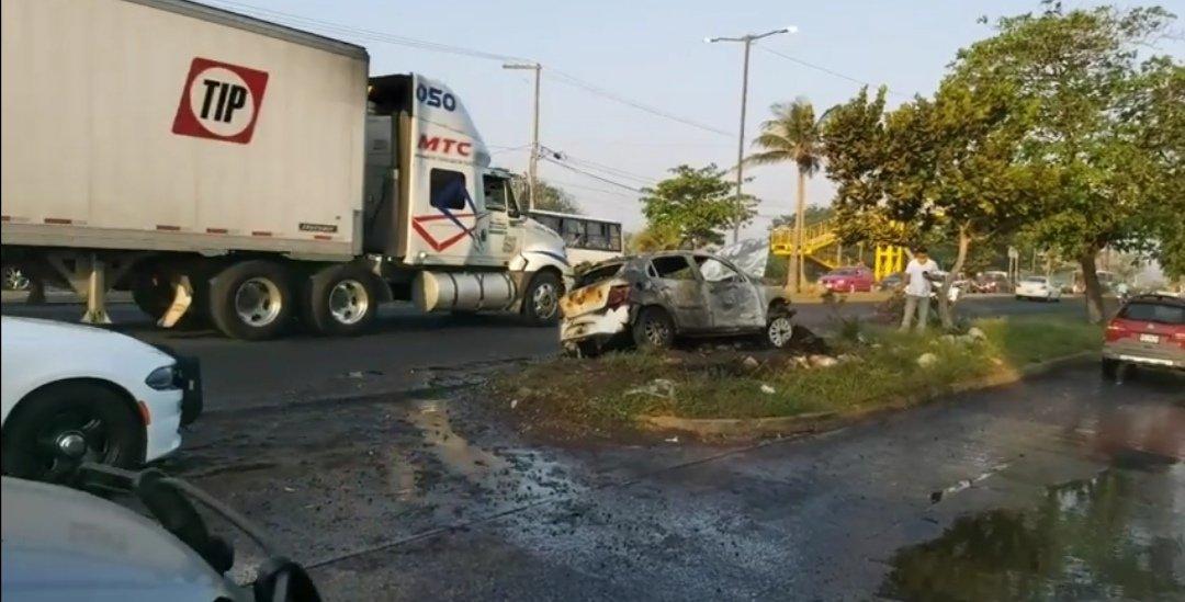 Se incendia vehículo en la carretera Veracruz – Tejeria