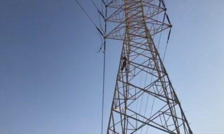 SUFRE DESCARGA ELÉCTRICA HOMBRE INTENTABA SUICIDARSE AL SUBIR A UNA TORRE DE CFE EN VERACRUZ
