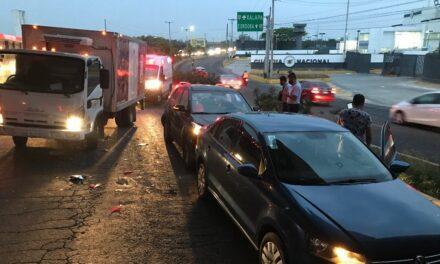 Carambola de tres vehículos en carretera Veracruz-Xalapa