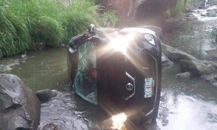 Cae vehículo de puente, cerca de Mahuixtlan
