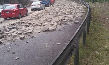 Precaución carretera federal Perote – Xalapa, a la altura de Toxtlacoayan