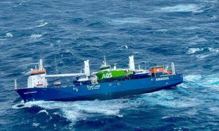 Video: Dramático rescate y riesgo de desastre por un carguero a la deriva en Noruega