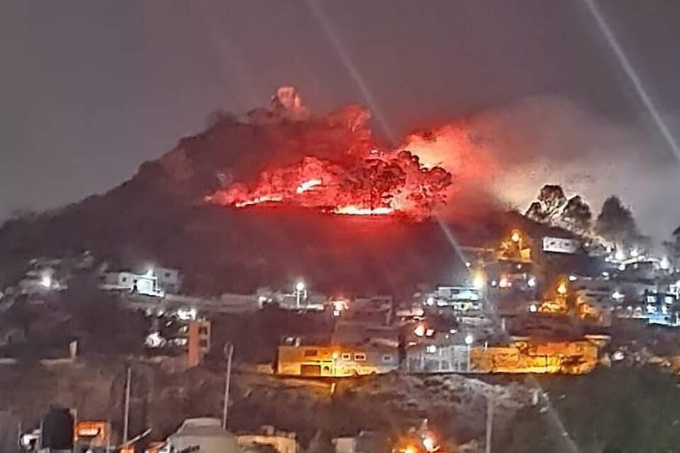 Frena lluvia incendio en el cerro de San Miguel en Atlixco