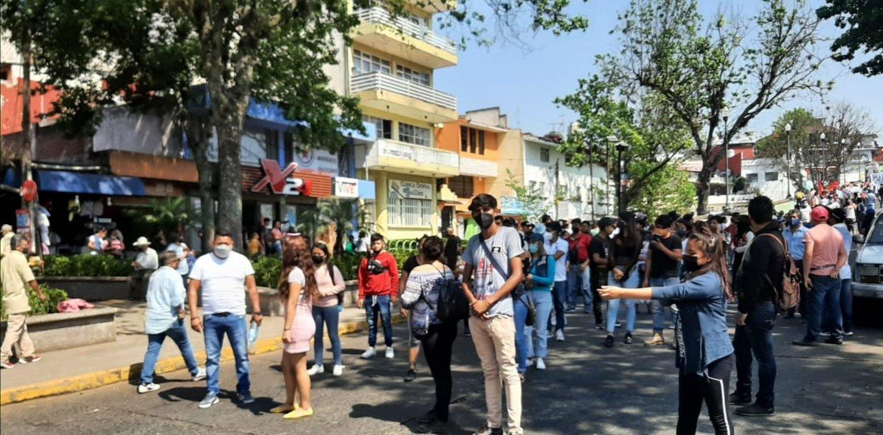 Se manifiestan vendedores ambulantes en el centro de Xalapa