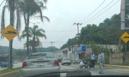 Motociclista lesionado sobre la carretera Xalapa – Coatepec