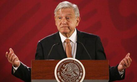 No corresponde aún vacuna a médicos privados, señala López Obrador