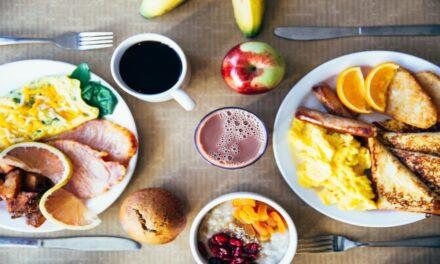 Desayunar tarde podría aumentar el riesgo de desarrollar diabetes, señala estudio
