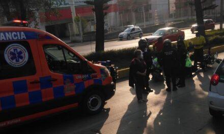 Motociclista lesionado sobre la avenida Lázaro Cárdenas, a la altura de Agua Santa