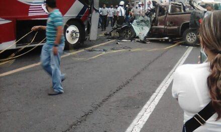 Aparatoso accidente deja como resultado dos muertos en el tramo carretero Paso del Toro -Alvarado