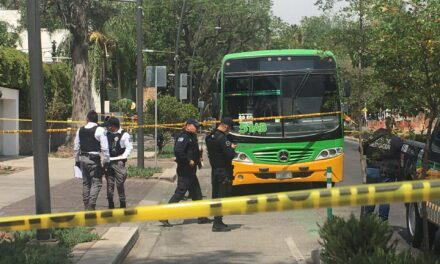 Una mujer de 60 años fue asesinada abordo de un camión del transporte público en Guadalajara