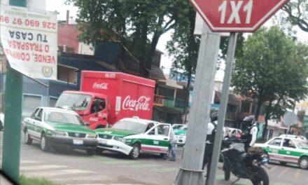 Accidente de tránsito sobre la avenida Ruiz Cortines, esquina prolongación Villahermosa