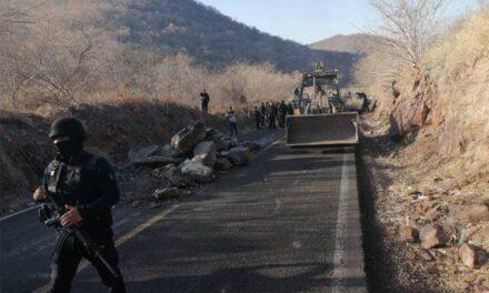 Atacan con drones a policías en Aguililla, Michoacán; hay dos heridos