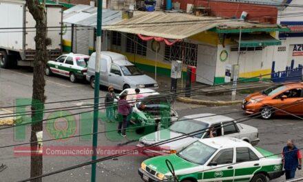 Accidente de tránsito sobre la avenida Villahermosa esquina Acapulco, Xalapa