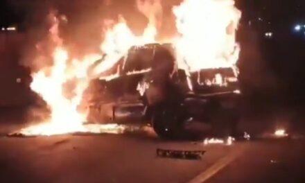 Video: Después de Volcar, auto se incendia en la Aut. Mexico-Puebla