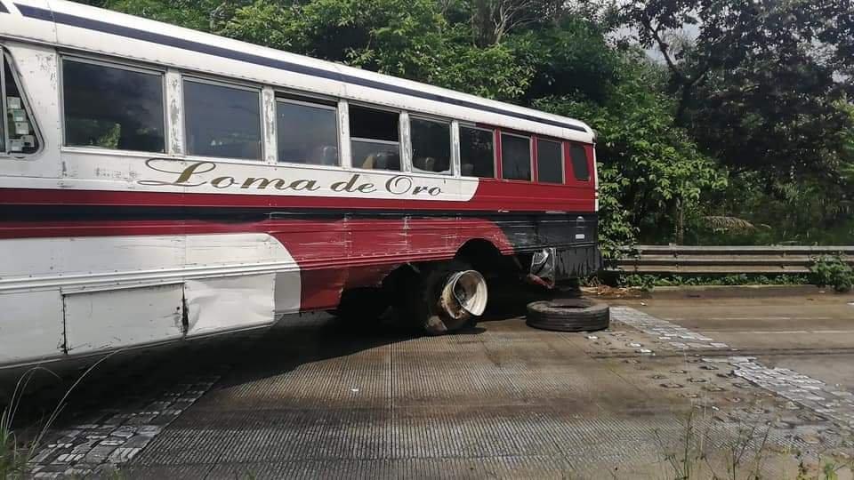 Video: Accidente en la carretera de Coatepec, cierran carril a Xalapa