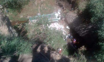 Cae al barranco camión tipo Torton en la carretera Tuxpan – México