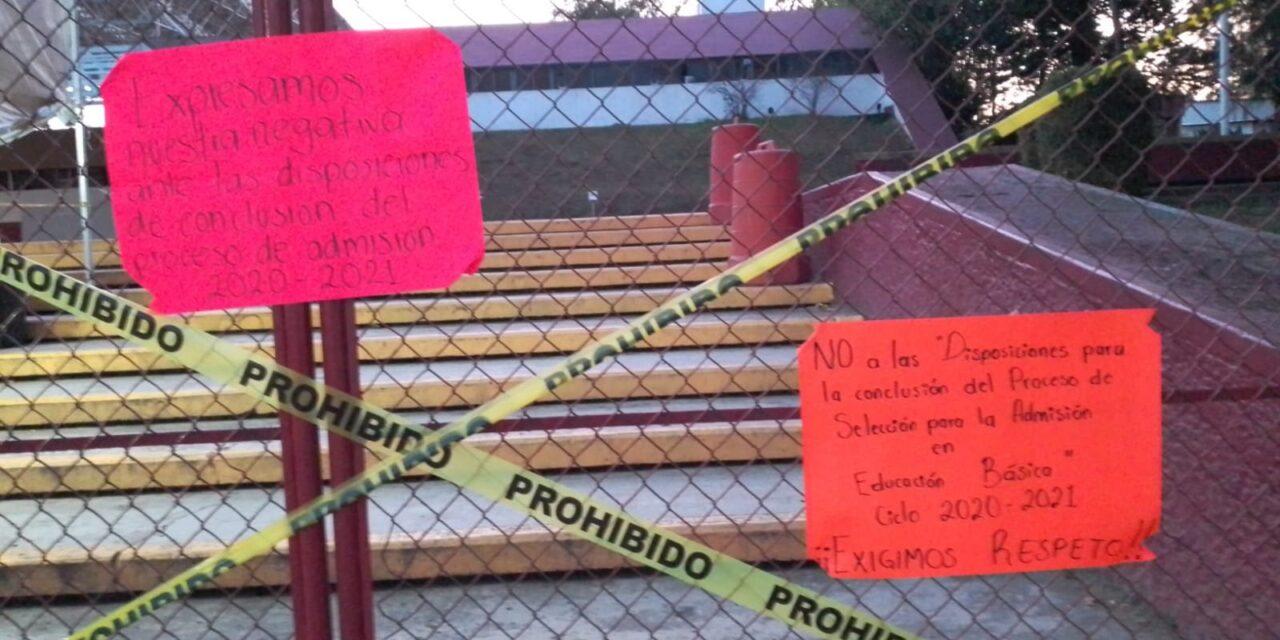 Este martes egresados de normales públicas toman oficina central de la SEV, Xalapa