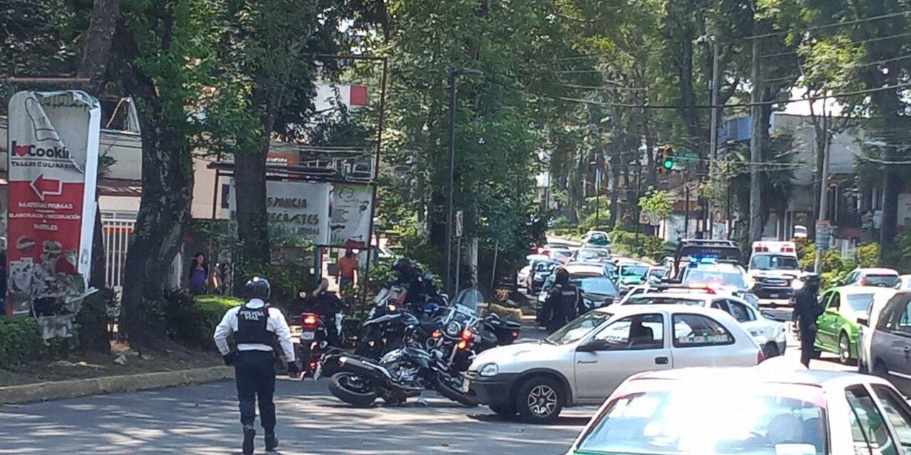 Motociclista de la Policía Municipal lesionado en accidente de tránsito sobre Ávila Camacho