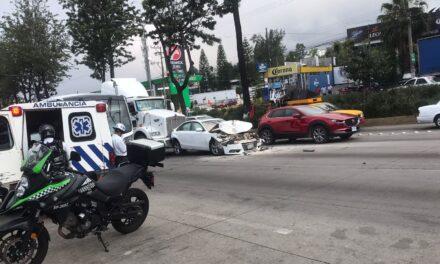 Fuerte accidente sobre la avenida Lázaro Cárdenas, a la altura de La Corona