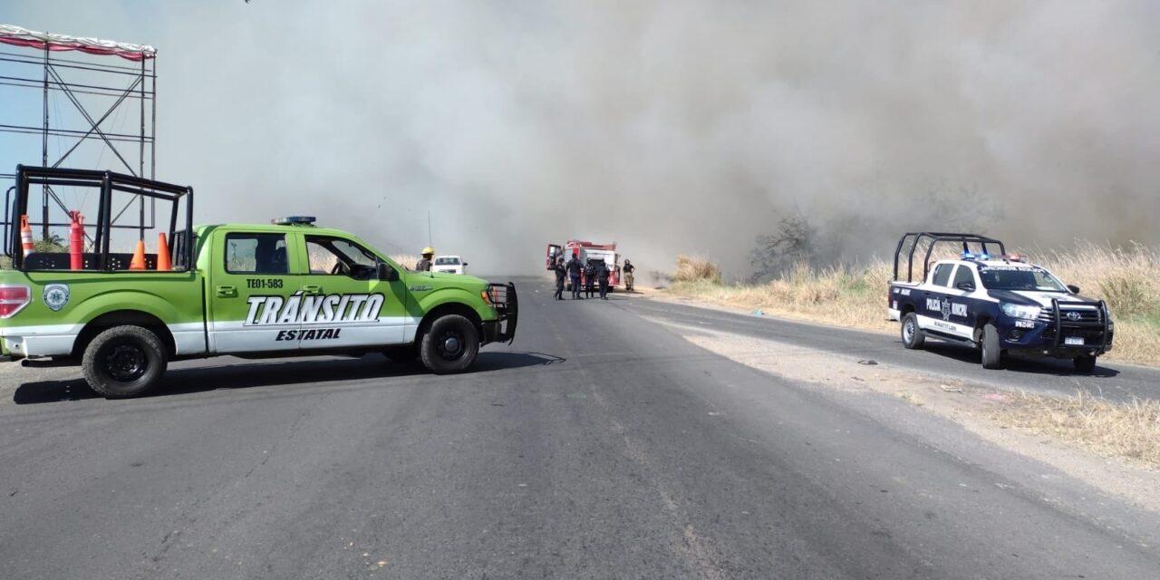 Cierre de circulación por incendio sobre la carretera Coatzacoalcos-Minatitlán,
