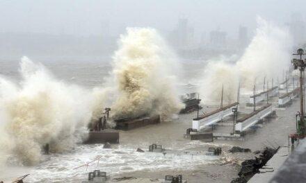 Video: Ciclón 'Tauktae' deja 24 muertos y 96 desaparecidos en India
