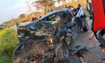 Accidente entre ADO que se dirigía a Xalapa y camioneta, trabajador de CFE pierde la vida