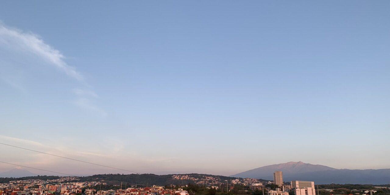 En Xalapa amanece con cielo despejado y temperatura mínima de 15.4°C, se prevén periodos de sol importantes, temperatura máxima de 26 a 28°C.