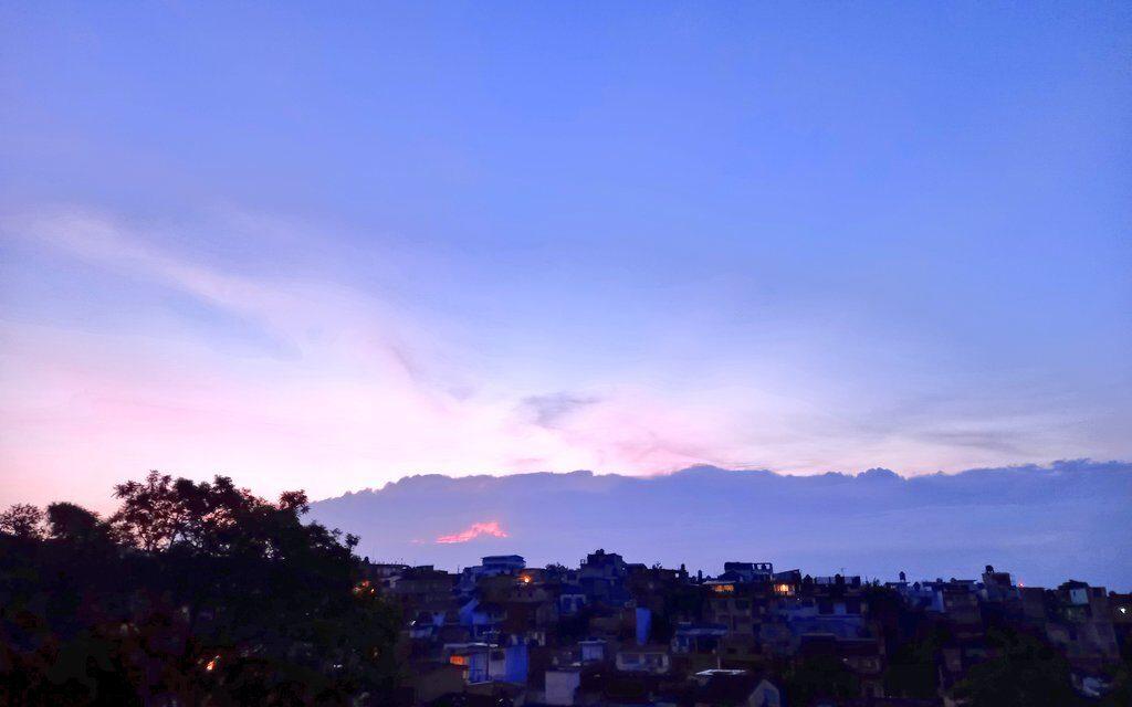 Este día se espera un ambiente diurno caluroso con sensación de bochorno. Por la tarde-noche se prevén lluvias-tormentas en montañas y regiones del sur