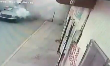 Video: Candidato a presidente municipal lleva camioneta con pirotecnia y explota, en Oaxaca