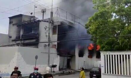 Video: MUERE BOMBERO TRAS INCENDIO DE LA BODEGA DE COLCHONES EN QUINTANA ROO