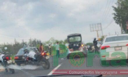 Fuerte accidente sobre la carretera Xalapa-Veracruz, a la altura del batallón de El Lencero