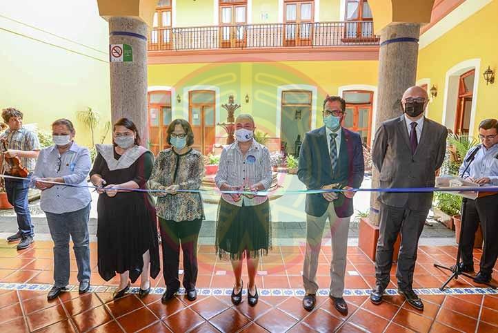 La rectora Sara Ladrón de Guevara inauguró las nuevas instalaciones de la UVI