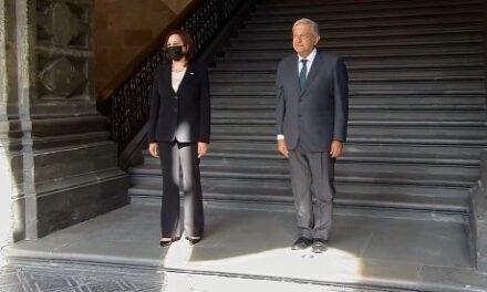 La vicepresidenta de Estados Unidos, Kamala Harris, llegó este martes al Palacio Nacional para reunirse con el presidente, Andrés Manuel López Obrador.