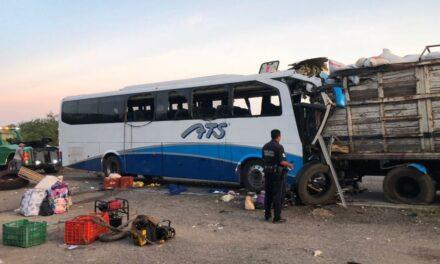 5 heridos y 2 muertos dejaron como saldo un choque de un autobús y góndola en la Villahermosa-Escárcega