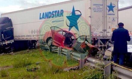 Mueren dos personas en accidente sobre Circuito Exterior Mexiquense
