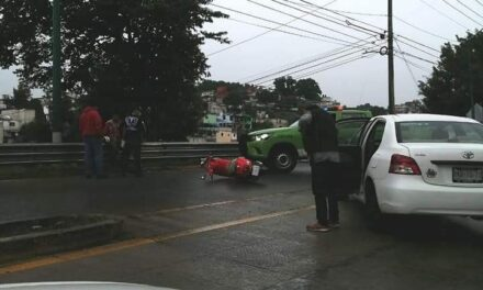 Accidente de tránsito sobre la calle Bolívia, dirección a Coatepec
