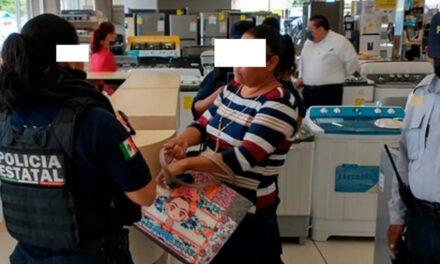 Detiene IPAX a presunta fardera en tienda departamental de Coatzacoalcos